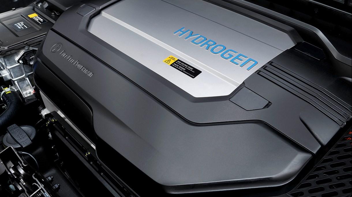 Hyundai NEXOs revolutionerande bränslecellsystem är utan tvekan framtidens teknologi. Men du kan utnyttja den redan från år 2019. Det innovativa systemet, som endast drivs med vätgas, släpper inte ut något Co2 och bevisar en gång för alla att miljövänlig motorkraft kan täcka dina transportbehov – i vardagen och på de riktigt långa resorna