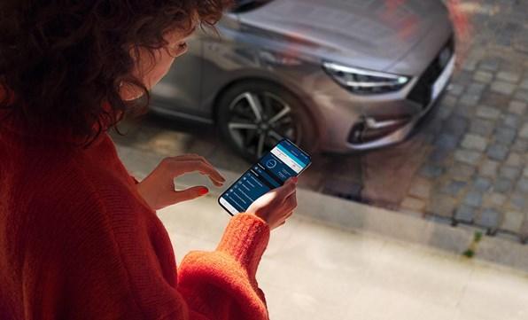 Håll dig uppkopplad mot din i20 via din smartphone