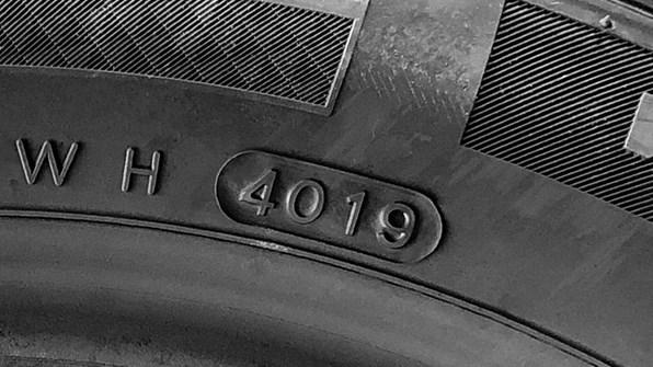Kontrollera åldern på dina däck